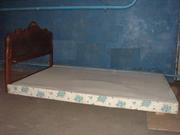 Продам кровать  и тумбу с зеркалом